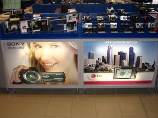 Információs tábla készítés, Reklámtáblák gyártása - Standok, üzletek dekorációja időtálló UV Print technológiával